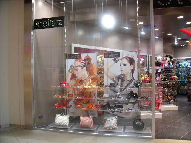Arredo negozi Tecna Spa: Stella Zeta di La Spezia