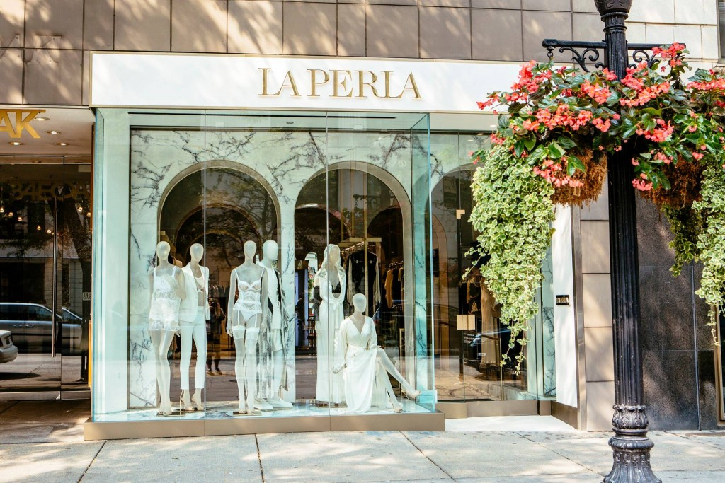 Tecna Spa for La Perla Stores: design and fiiting of the Chicago\'s store